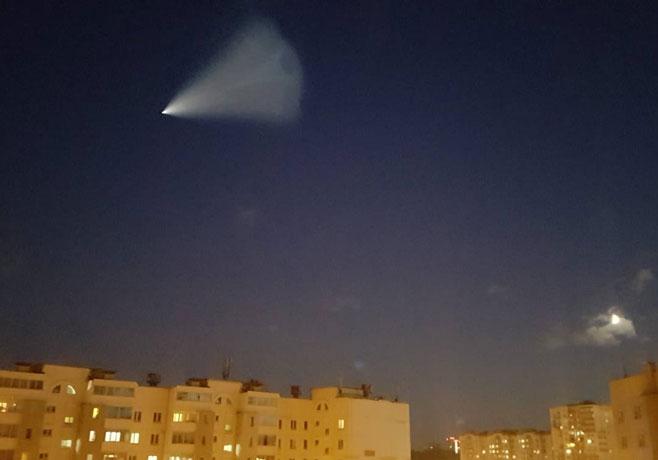 В соцсетях появились ФОТО и ВИДЕО необычного явления в небе над Казанью