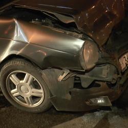 Неадекватный водитель без документов совершил ДТП по принципу домино в Казани