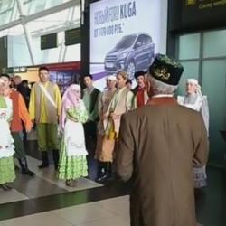 Камаловцы показали «Голубую шаль» в Казанском аэропорту (ВИДЕО)