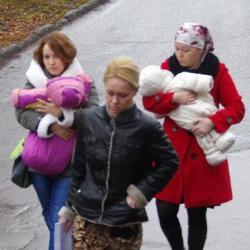 Матерей подмененных в роддоме в Татарстане детей пригласили на передачу Первого канала