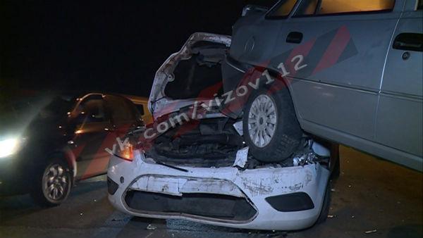 В Казани иномарка протаранила несколько авто (ФОТО)