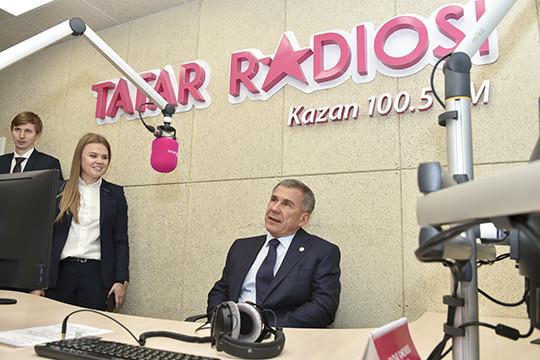 Рустам Минниханов вышел в прямой эфир «Татар радиосы» (ВИДЕО)