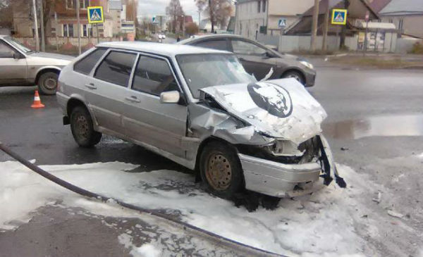 Появились подробности столкновения грузовика и легковушки в Казани (ФОТО)