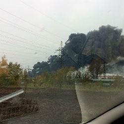 Крупный пожар на заводе «Лукойл»: горят резервуары с бензином