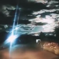 Взрыв метеора над Китаем сняли на ВИДЕО