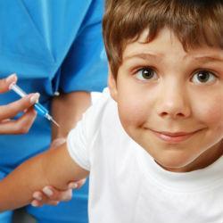 В необходимости прививать детей от гриппа сомневается каждый второй родитель в России