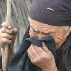 Цыганский табор в Татарстане выколачивал деньги с бабушки и бросил на улице (ВИДЕО)