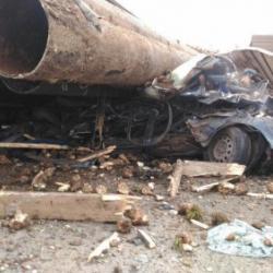 Появилось ВИДЕО момента страшной аварии в Татарстане, где трубами завалило проезжавший автомобиль и погибли два человека