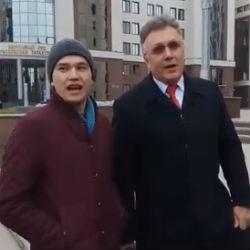 Молодежные активисты проводят у Госсовета РТ акцию в поддержку татарского языка (ВИДЕО)