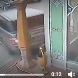 Татарстанец пообедал в ресторане, а затем въехал в него (ВИДЕО)