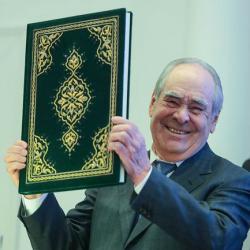 Министр культуры РФ передал Минтимеру Шаймиеву одно из самых редких изданий Корана