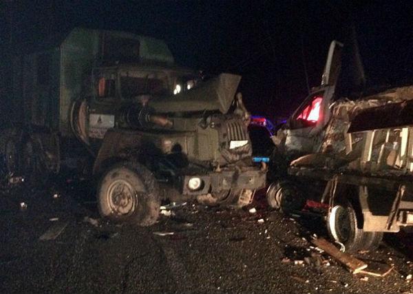 На трассе в Татарстане столкнулись машины, которые объезжали место ДТП (ФОТО)
