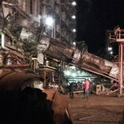 В Нижнекамске рухнула 35-метровая химколонна