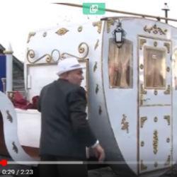 Житель Татарстана приехал за женой на карете, которую сделал сам (ВИДЕО)