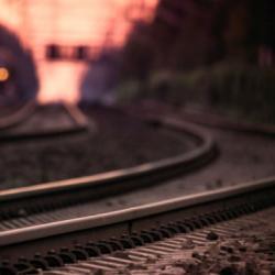 Бабушка погибла под поездом на глазах у двух внуков