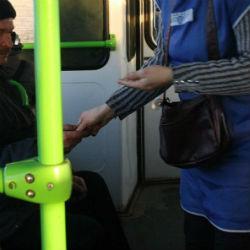 Пассажир, водитель и кондуктор казанского автобуса подрались из-за 25 рублей