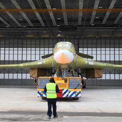 На Казанском заводе прошла церемония выкатки стратегического ракетоносца Ту-160М2 (ВИДЕО)