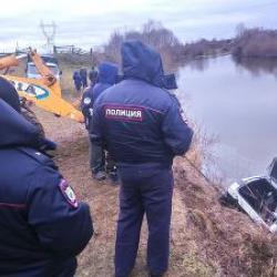В Татарстане водолазы ищут мужчину, которого не оказалось в утонувшем автомобиле