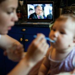 Государство начнет платить за рождение первого ребенка, а маткапитал будет продлен