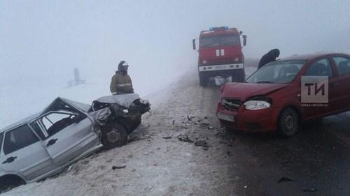 Мать и четырехлетняя дочь пострадали при столкновении двух авто в Татарстане (ФОТО)