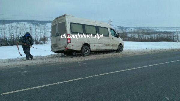 «Лада» столкнулась с «Газелью» в Татарстане и вылетела в кювет на десяток метров (ФОТО)