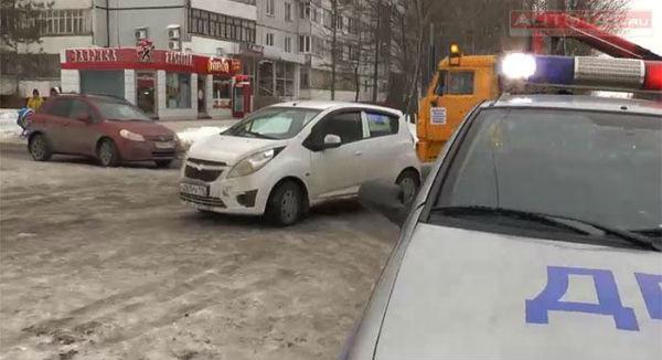 В Татарстане автоледи уснула в машине посреди дороги
