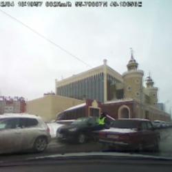 В Казани лихач не подчинился сотрудникам ГИБДД, протаранил несколько авто, остановился после выстрела по колесам  (ВИДЕО погони)
