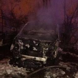 В Казани сгорела иномарка с прицепом и снегоход