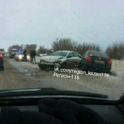 На трассе в Татарстане в жуткой аварии пострадали четыре человека