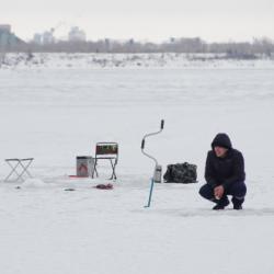 Рыбак, которому удалось спастись с оторвавшейся льдины в Татарстане, рассказал о трагедии