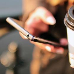 Медики предупредили об опасности смартфонов для здоровья