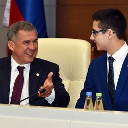 Минниханов на сутки взял в помощники школьника из Казани