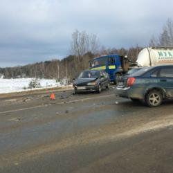 В Татарстане на трассе столкнулись три легковушки (ФОТО)