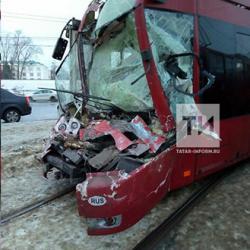 В Казани вагон с отказавшими тормозами протаранил кабину стоящего трамвая (ФОТО)