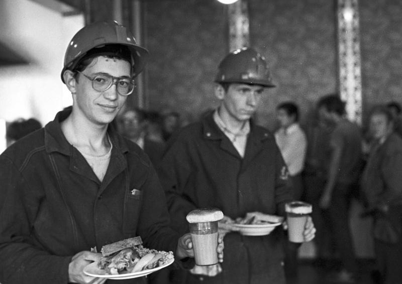 Почему американец всегда обедал в камазовской столовой