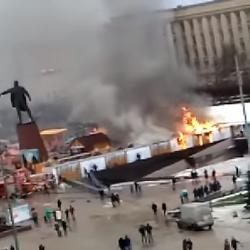 В Санкт-Петербурге загорелась новогодняя ярмарка (ВИДЕО)