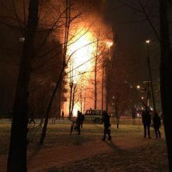 Страшный пожар: многоэтажный дом превратился в огромный факел (ВИДЕО)