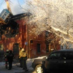 Башенный кран рухнул на дом, есть погибший (ФОТО)