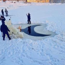 Прорубь в виде полумесяца вырезали в Татарстане (ФОТО, ВИДЕО)