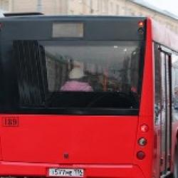 Два красных автобуса столкнулись в Казани