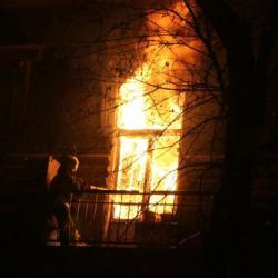В Татарстане погиб ребенок, выброшенный матерью в окно при пожаре
