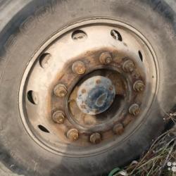 В Челнах у грузовика взорвалось колесо: погиб мужчина