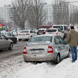 В заснеженных дорогах виноваты автомобилисты?