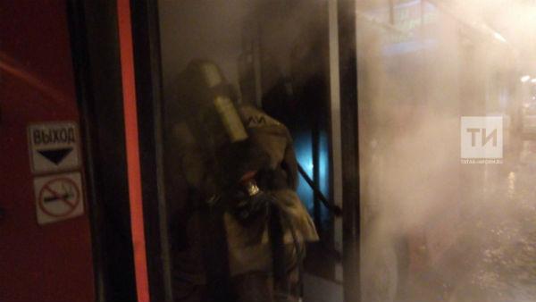 В Казани на ходу загорелся красный автобус (ФОТО)