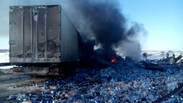 В Башкирии на трассе столкнулись и загорелись две фуры: есть жертвы (ФОТО, ВИДЕО)