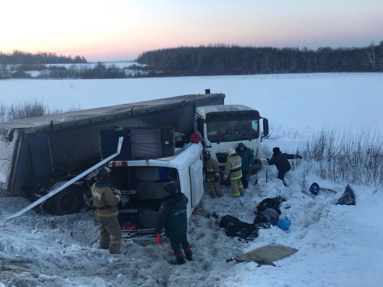 Второе ДТП с жертвами в Башкортостане: 9 человек погибли при столкновении микроавтобуса и грузовика (ФОТО)