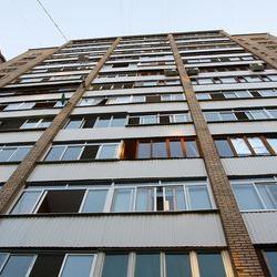 В Челнах мужчина выбросил в окно 5-летнюю девочку