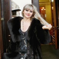 Певицу Натали едва не изнасиловали в гостиничном номере