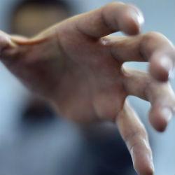 В Татарстане мужчина пытался задушить 2-летнего сына