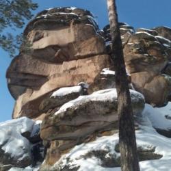 Две школьницы найдены у подножия скалы в Башкирии: одна из них погибла